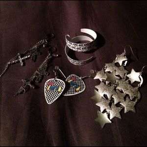 Hot Topic Jewelry - Earring bundle
