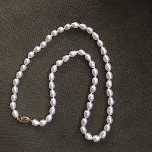 Jewelry - Oval Pearl necklace