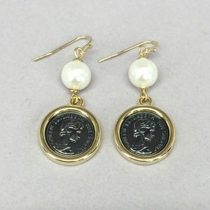 ‼️CLEARANCE‼️Rhodium/18k Gold Plated Earring