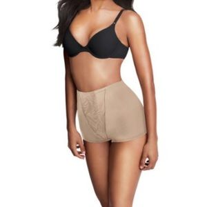 Maidenform Other - NWT shaping boyshort in Large