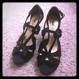 FIONI Clothing Shoes - Beautiful Black Heels!! For a fun night out! 😉