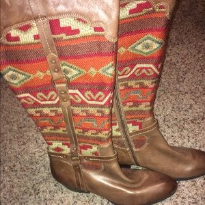 Soft Gallery Shoes - SOFT TRIBAL PRINT LEATHER BOOTS!! SIZE 10!! HOLLA