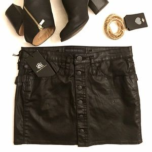  ROCK & REPUBLIC Pleather 90's Inspired Skirt