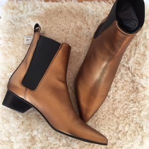 New Uterqüe golden bronze Chelsea boots
