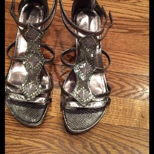 Kenneth Cole Reaction Shoes - Kenneth Cole size 9 silver wedge