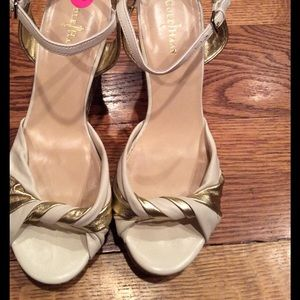 Cole haan size 7.5 cream/gold wedge
