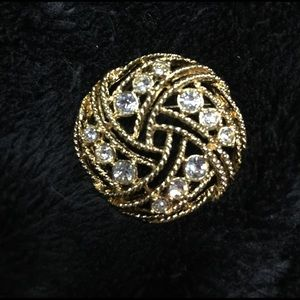 Jewelry - 🎀🎀. Gold Tone Round Rhinestone Brooch. 🎀🎀