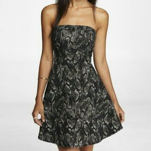 Express METALLIC FIT&FLAIR DRESS BLACK/GOLD