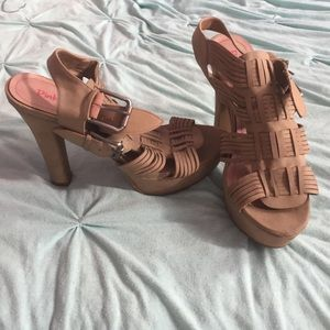 pink & pepper Shoes - Sexy tan chunky buckle heels