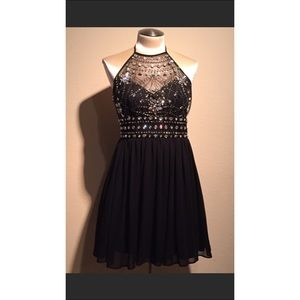 Dresses & Skirts - Beautiful homecoming dress