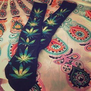 NWOT HUF Plantlife Socks