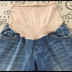Motherhood Maternity Shorts - Cropped maternity bermudas size medium