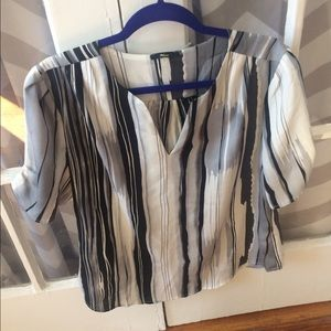 Milano Tops - Graphic watercolor blouse in shades of gray