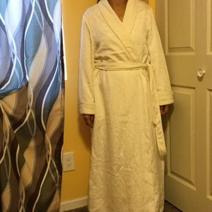 Morgan & Co. Other - MAKE ME AN OFFER 🎉Morgan Taylor -Full body robe💐