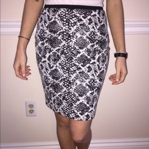 H&M Dresses & Skirts - H&M Black and White Pencil Skirt