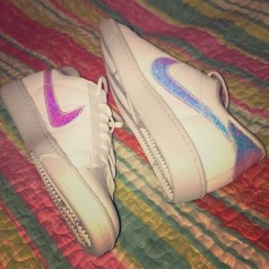 Nike Shoes - NWT Nike iridescent holographic swoosh