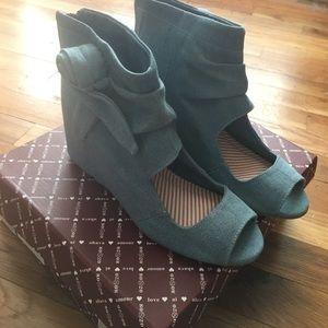 80%20 Shoes - 80%20 Flora Cutout Bootie Blue Canvas