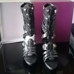 Trendy & chic Sandals