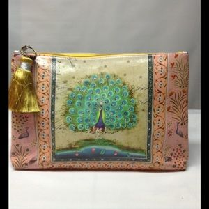 Peacock carry clutch