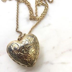 Forever 21 Gold Heart Chain Necklace