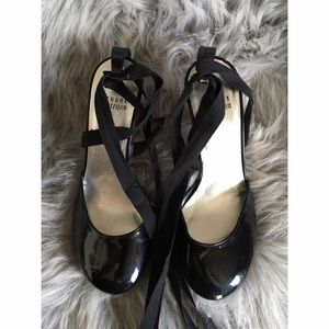 Stuart Weitzman Shoes - Stuart Weitzman patent leather round toe ankle tie
