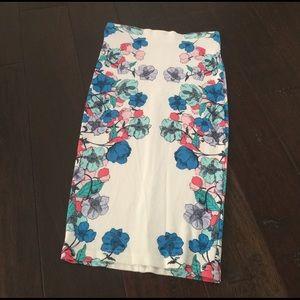 H&M Dresses & Skirts - Beautiful flower print white skirt