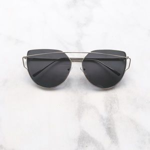 Style Link Miami Accessories - ▫️2/$22▫️CROSSOVER BROWBAR SILVER FRAME SUNGLASSES