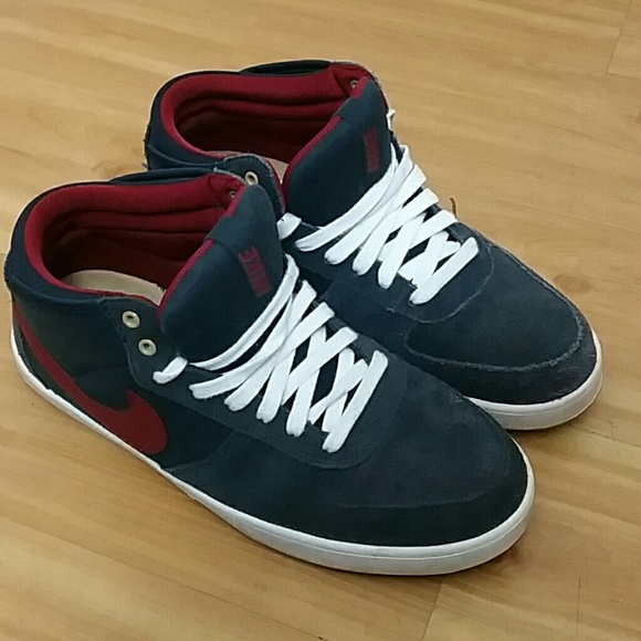 cheap for discount 761a4 b0988 Blue and red Nike Mavrk Mid 3 mens shoe. M589657e413302a78e901d91c