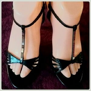 Hot Gossip Dressy Black T-Strap Mirror Sandals 7M