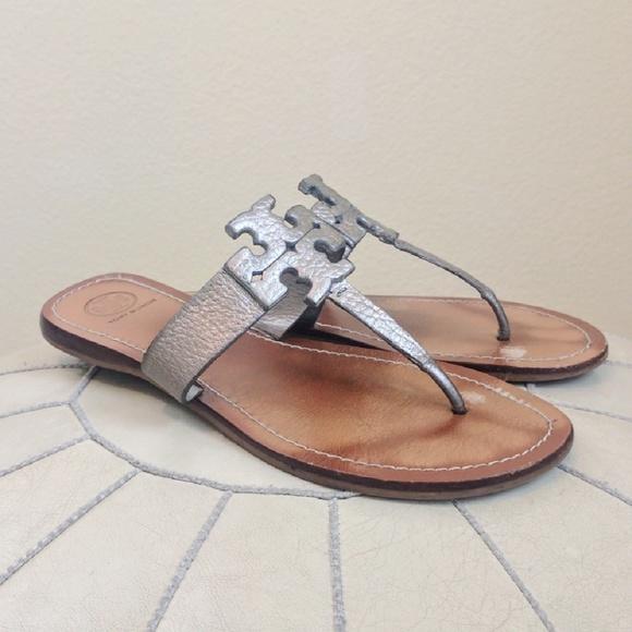 686c0d5b7 Tory Burch Moore Flat Logo Sandals Sz 9.5. M 58966bf456b2d62dc5021d18