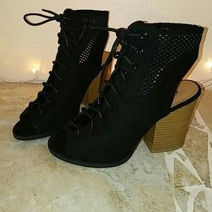 NEW ARRIVAL BLACK SUEDE OPEN TOE LACE UP BOOTIES