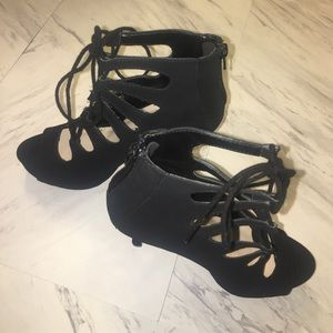 Delicious Shoes - Brand New ✨Fashionable Black Heels
