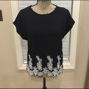 bobeau Tops - 💃🏻Bobeau (Nordstrom's) embroidered blouse!
