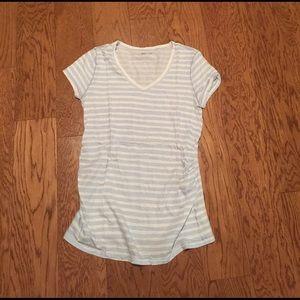 GAP Maternity V-Neck shirt