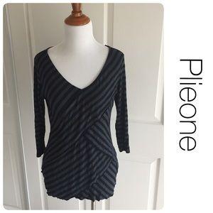 Pleione Tops - Plieone striped cross-cross flattering top S