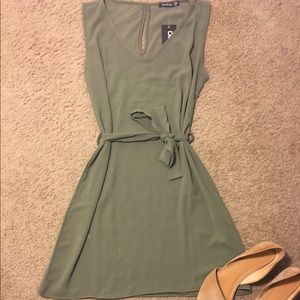Boohoo Dresses & Skirts - SALE 🎉🎉Boohoo Shift Dress🎉🎉 NWT