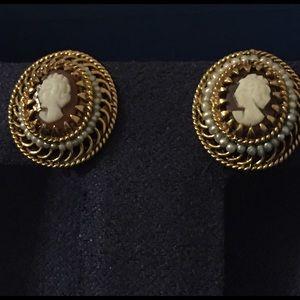 Jewelry - 14kt Gold Cameo Screw Back Earrings w/ Sea Pearls