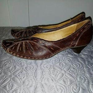 Anthropologie Shoes - Anthropologie Pikolinos brown leather pumps
