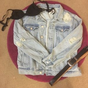 Levi's Jackets & Blazers - 🎉HP🎉Distressed Oversized Light Wash Denim Jacket