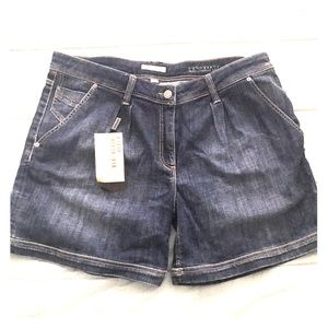 NWT Burberry Brit shorts size 31