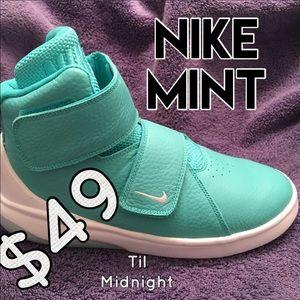 Nike Other - Nike Mint Sneaker ✅