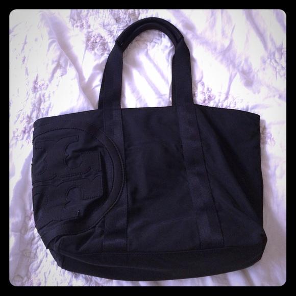 8179734ed1d 💞FINAL PRICE DROP💞Tory Burch Penn Nylon bag. M 58975139620ff7deda07ebbb