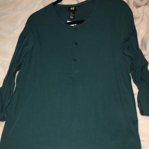 H&M Other - H&M green long sleeve tee roll up Henley medium