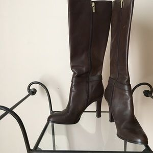 Comfortable brown leather boots