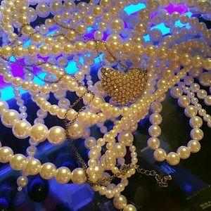 Jewelry - Rhinestone / filagree puff Heart