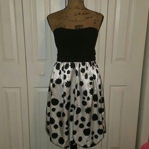 London Times Dresses & Skirts - Black/White Strapless London Times Dress