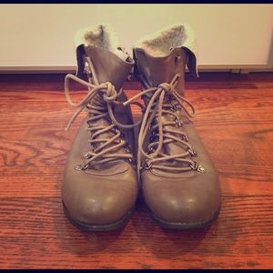 Shoes - Short taupe moto booties