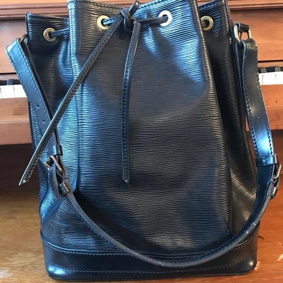 b7eb1bab94aa Louis Vuitton Handbags - Louis Vuitton Black Epi Leather GM Noe Bag