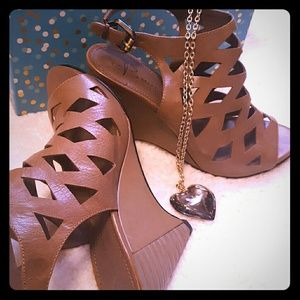 B MAKOWSKY brown leather cutout wedges