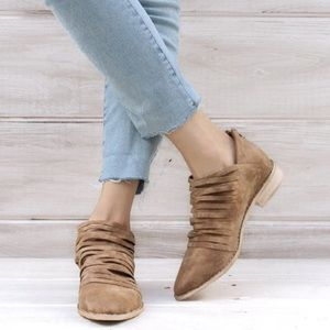 clmayfae Shoes - Free Soul Caramel Booties